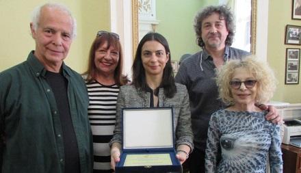 """Fernanda Ramondo recibió el premio por """"No te olvides de mí"""""""