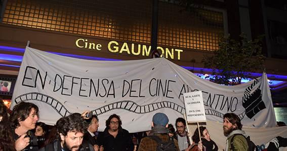 """Acto cívico contra """"La muerte del cine nacional"""""""